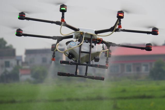 全国多家植保无人机企业鏖战湖南赛区