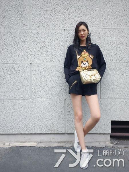 刘雯2016最新街拍 白皙长腿撩男指数max图片
