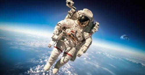 美宇航员太空行走当维修工 外装2个高清摄像头