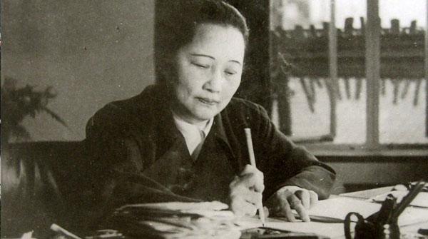 在上海淮海中路的宋庆龄故居中,陈列着一本埃德加·斯诺送给宋庆龄