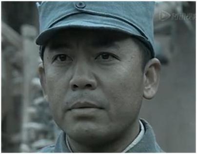 因《亮剑》赵一角政委走红,以刚毅正直的表情啊惨形象包图片