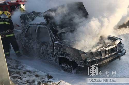 哈市呼兰区一出租车烧成被自燃图纸-国内-东长虹2516空壳图片