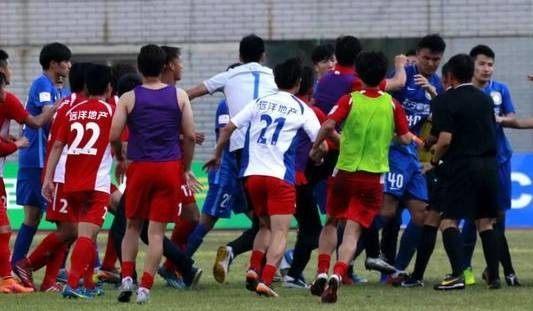 武汉宏兴功夫足球队弱爆了!卡内莱斯队让12