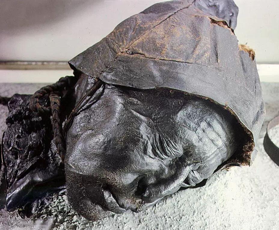 泥塘中被保存千年的遗体 器官皮肤完好 - 国际