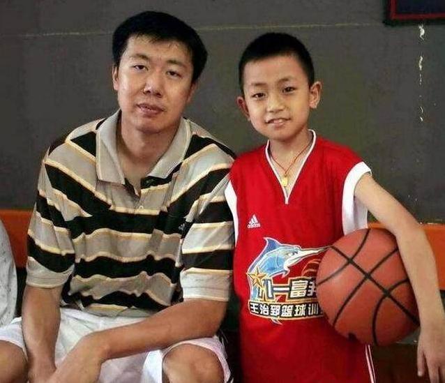 可惜王治郅儿子身高惊人,12岁1米84,却无法为