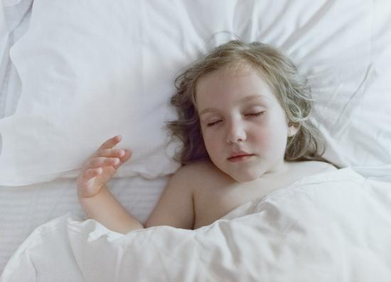 睡觉时突然一抖像踩空一样 以为是噩梦那就错了 - 望星辰 - 望星辰