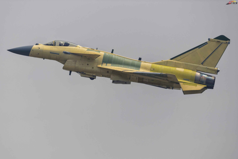 中国空军歼20隐龙战机高低搭配的最佳伴侣之