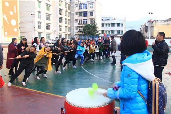 源县九襄镇小学教育集团举行拔河比赛 - 体育