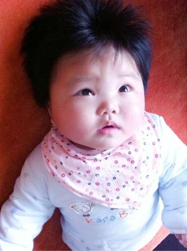 有些宝宝出头发生时浓密,有些却是长到蝎子辫怎么辫发图片