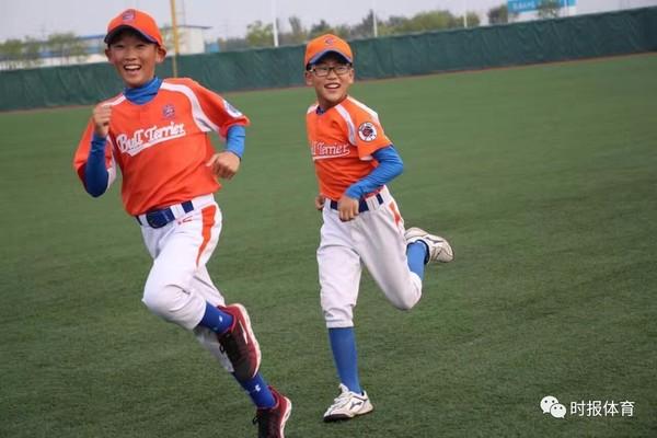 济南市棒垒球协:兴棒球式教育塑全面型人摩托艇一公里图片