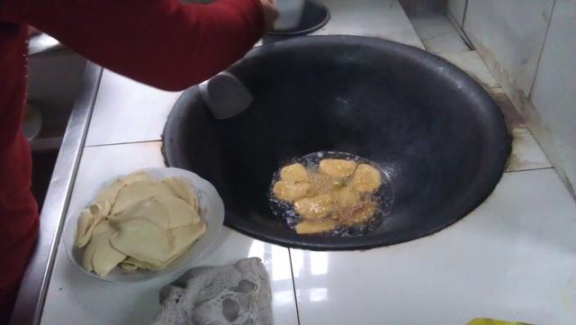 我们农村做饭炒菜用的都是大锅 - 健康 - 东方网