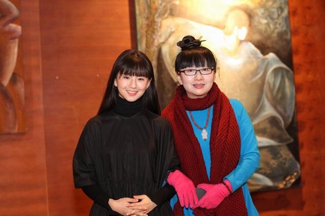 杨丽萍晒姐妹合影,妹妹最近一席话,让小彩旗的亲生父亲成为谜团