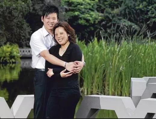 中国乒乓球名将转籍新加坡,成为头号球手,坐月
