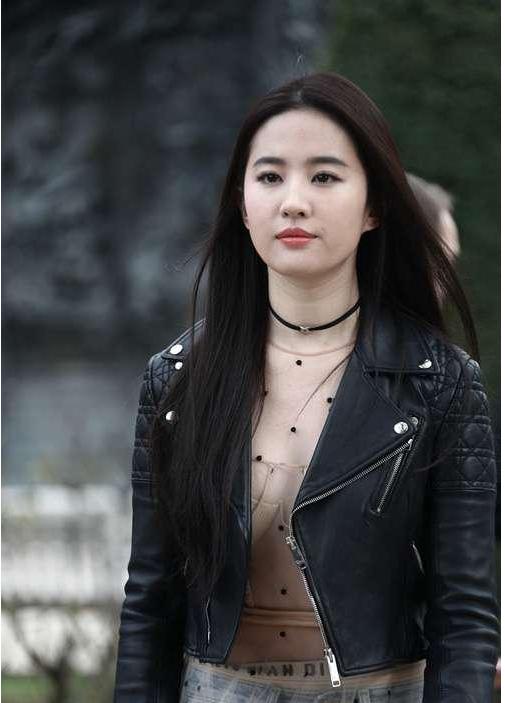 刘亦菲未经ps的照片 天仙姐姐的脸似发福