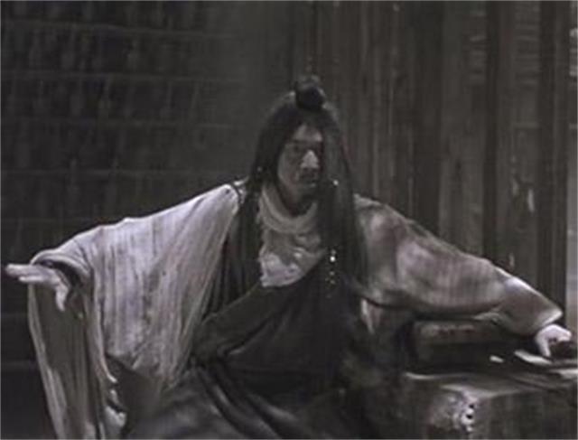 有什么冷情女杀手穿越古代成为女扮男装冷宫皇子的小说?