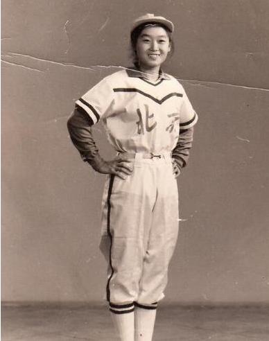 中国垒球运动员任彦丽入日本国籍,扛日本国旗